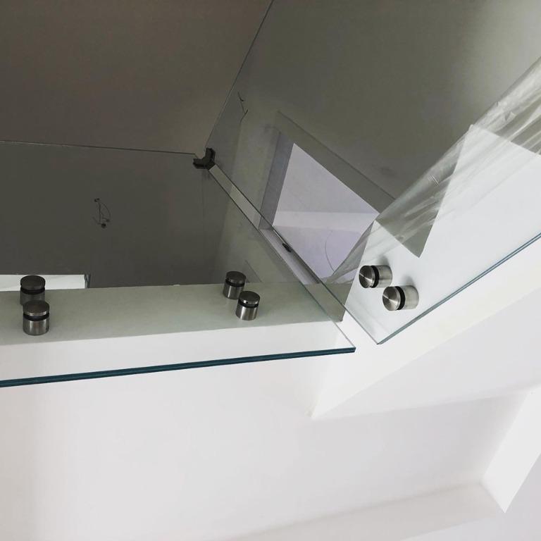 Montaggio balaustre in vetro temperate e stratificate