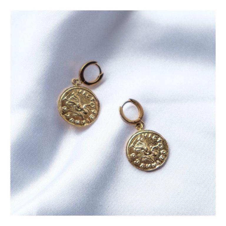 coppia di orecchini in argento 925 placcato oro con charms moneta vintage