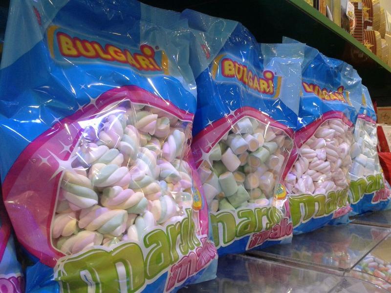 Pronti per allestire i vostri tavoli cerimonia? Da Candy Candy la busta da 1 kg di marsh mallow  costa solo € 6.50!