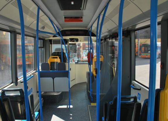 Tossicodipendente aggredisce l'autista del bus. Bloccato dalla polizia
