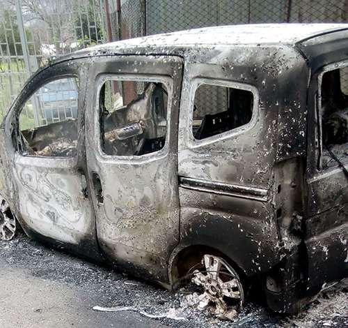 Baronissi, incendiata auto di imprenditore locale. Interviene il sindaco