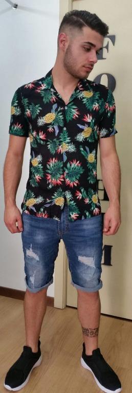 Camicia floreale euro 14,00 Bermuda jeans  euro 15,00 Scarpe euro 20,00.
