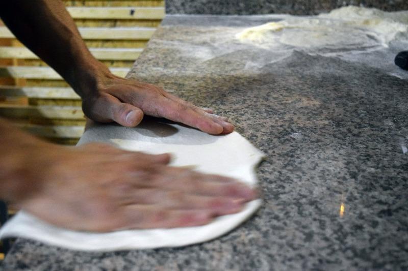 Emiliano prepara la Pizza