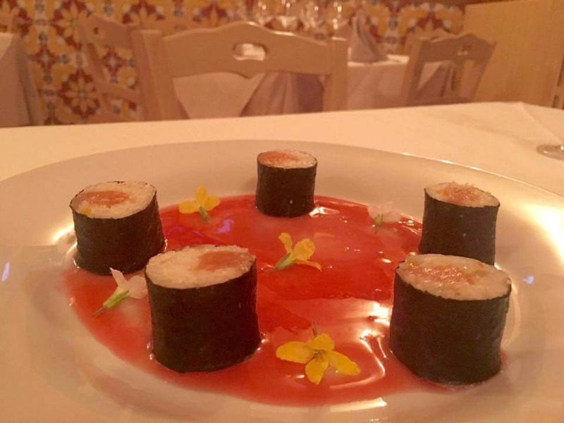 Sushi di Baccalà su crema di Campari soda e fiori esuli