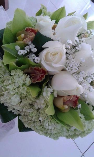 Bouquet Rose Bianche, Cymbidium verdi ed Ortensie