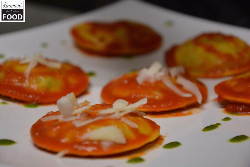 Cappellaccio ripieno di Melanzane e Scamorza in salsa di pomodoro fresco e basilico