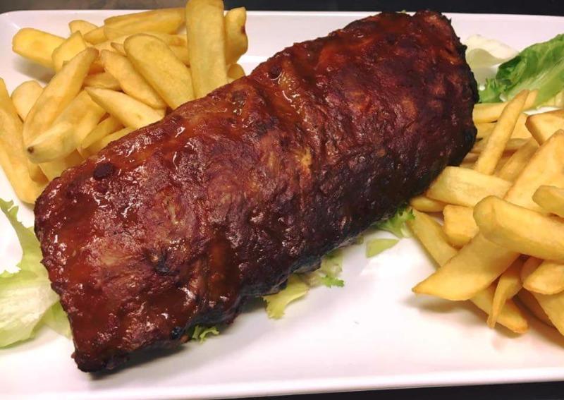 Costine di maiale con salsa barbecue