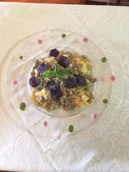 Ravioli con patate viola porcini e formaggio di capra