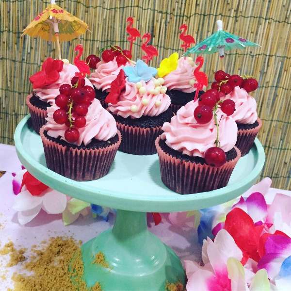 Cupcakes Hawaii party