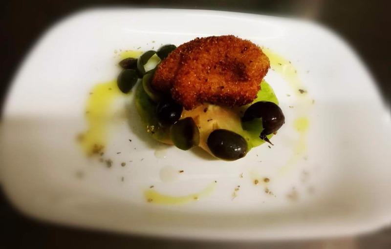 Olive nere e verdi con pomodoro di Sorrento per un gambero e mozzarella extra.
