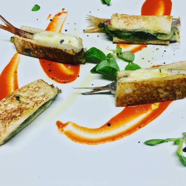 Toast di Triglia con Provola e scarola