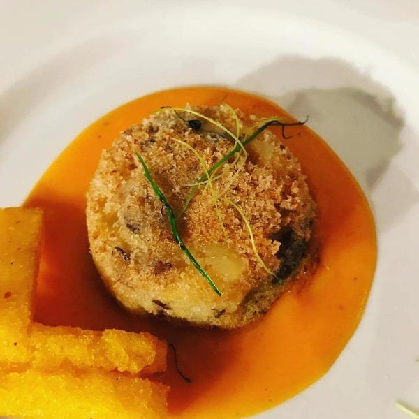 Tortino di Patate e chiodini su Vellutata di Zucca aromatizzata all'alloro e polenta