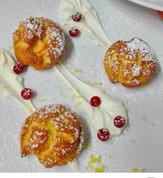 Bignè con crema chantilly al limone e ribes