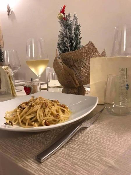 Spaghettone di Gragnano, alici di Cetara, noci