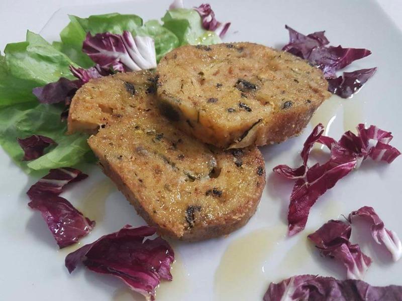 Girello vegetariano, olive nere di Gaeta, Pane di semola, Provola di bufale