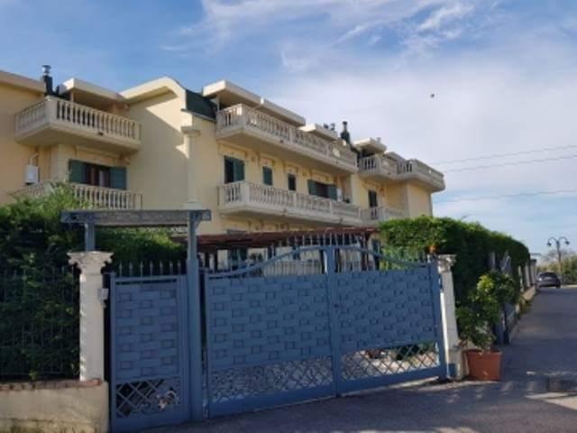 Vendesi Bellizzi appartamento con ingresso indipendente su due livelli Ottime rifiniture €. 259.000