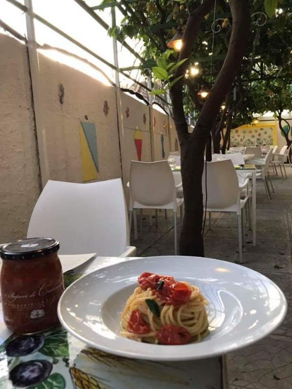 Corbarí: Spaghetti con Pomodorini di Corbara by Sapori di Corbara