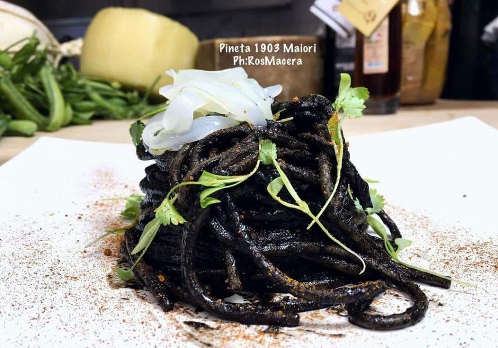 Spaghetto al Nero di seppia e peperone crusco di senise