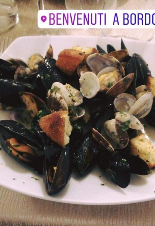 Frutti di mare, cozze e vongole. Tutto fresco