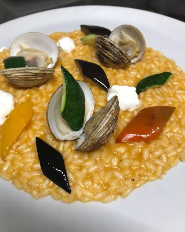 Risotto Acquerello con crema di Zucca, Stracciatella di Burrata, verdure croccanti e Taratufi di mare