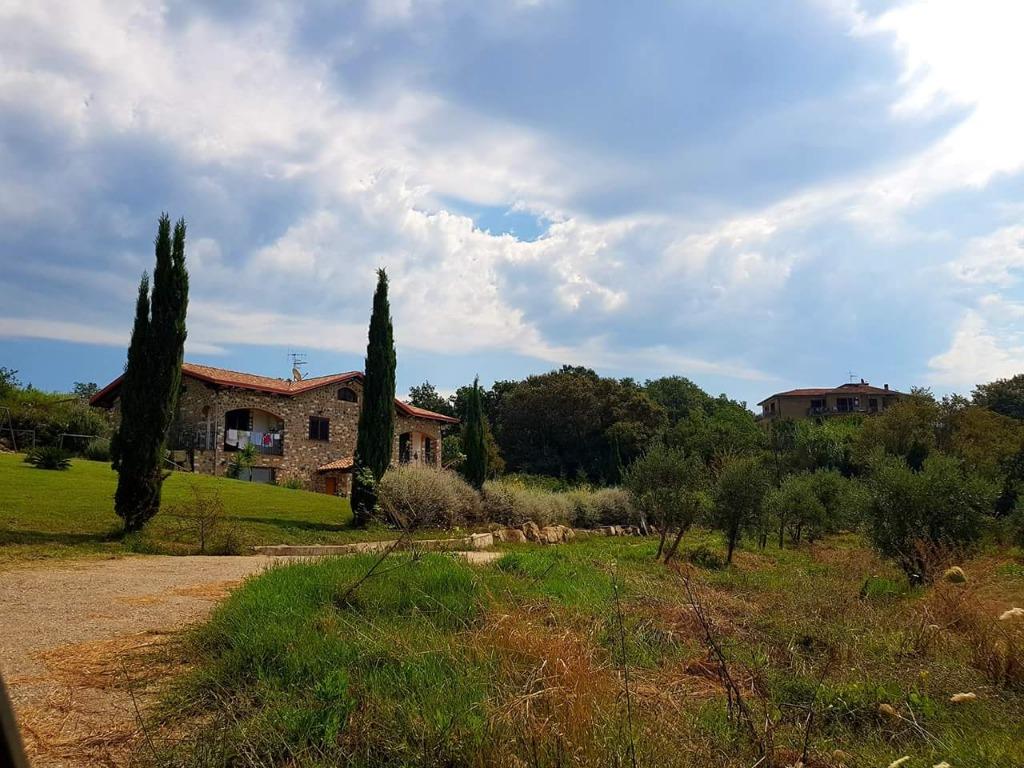 Vendesi a pochi km dalla svincolo autostradale di Pontecagnano Sud Prezzo richiesto € 235.000