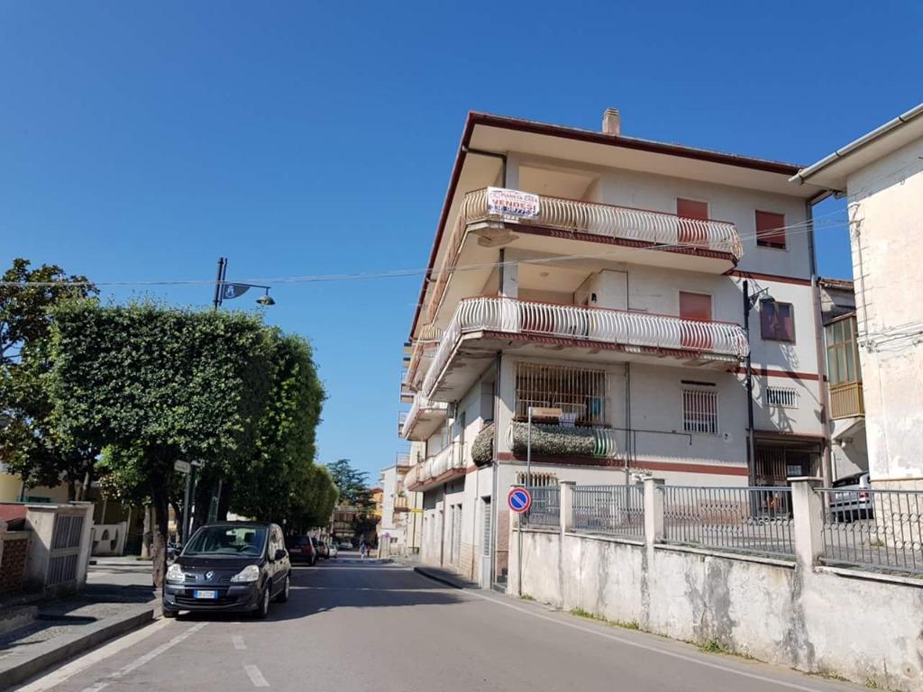 Vendesi Appartamento panoramico Montecorvino Pugliano 58.000€