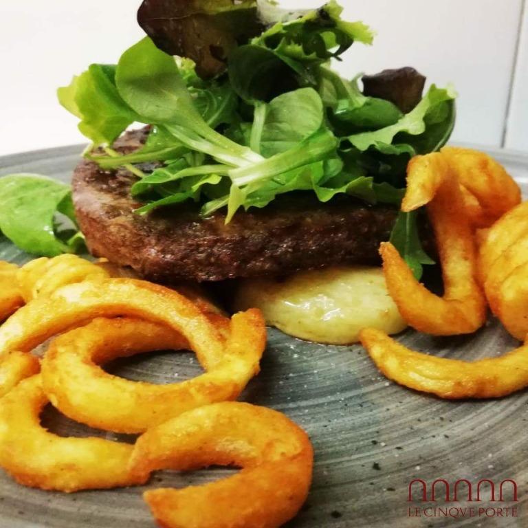 vieni a provare i nostri hamburger gourmet