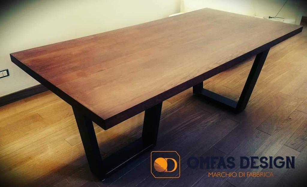 Tavolo d'arredo in legno massello con piedi in ferro natural
