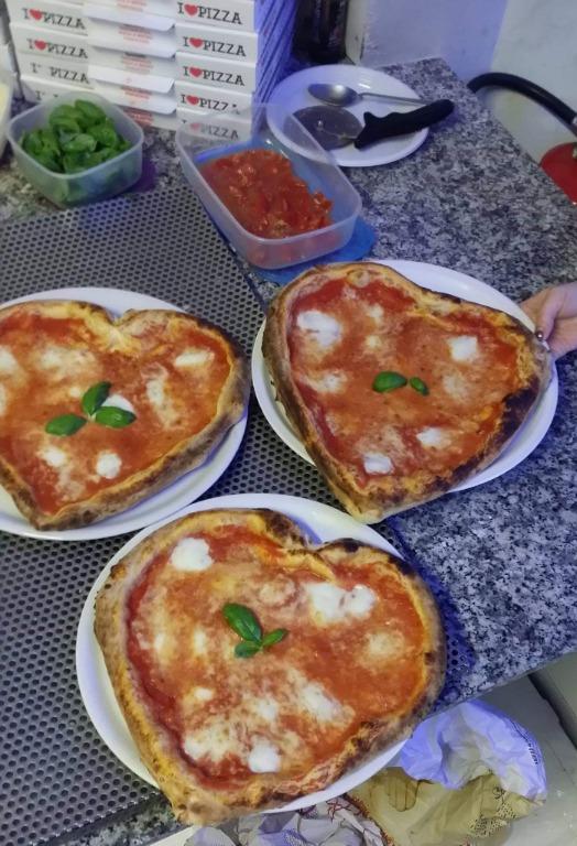 Le pizze le facciamo col Cuore