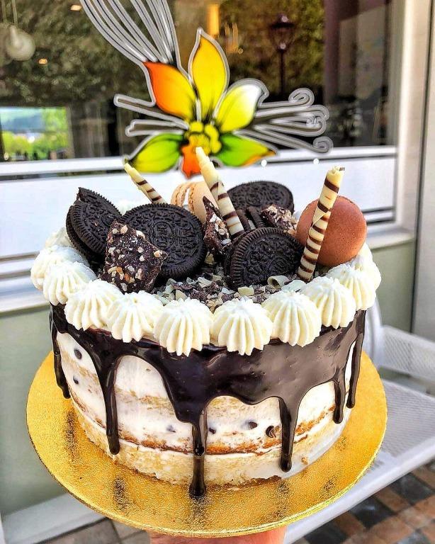 La Drip Cake