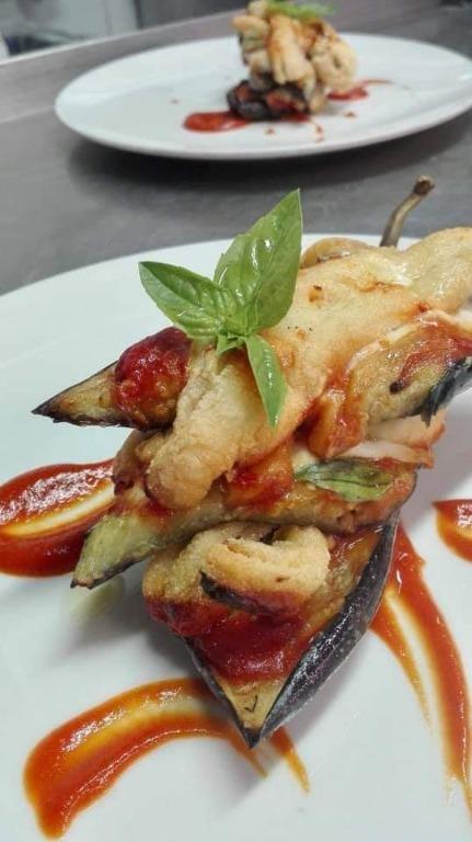 Parmigiana di pesce bandiera con salsa  datterini.