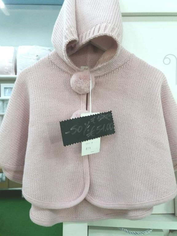 Una simpatica alternativa al classico scialle di lana....  Mantellina in pura lana
