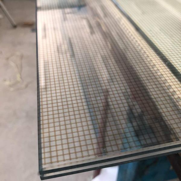 Porte laminate plastico 1.52 con decoro in stampa digitale effetto rete metallica