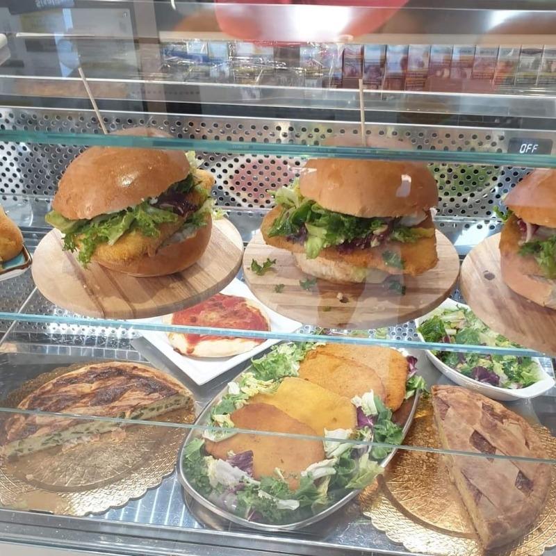 Tutti i giorni dalle ore 12.00 puoi trovare tanti sfizi per un pranzo veloce!  Oggi panino con cotoletta!