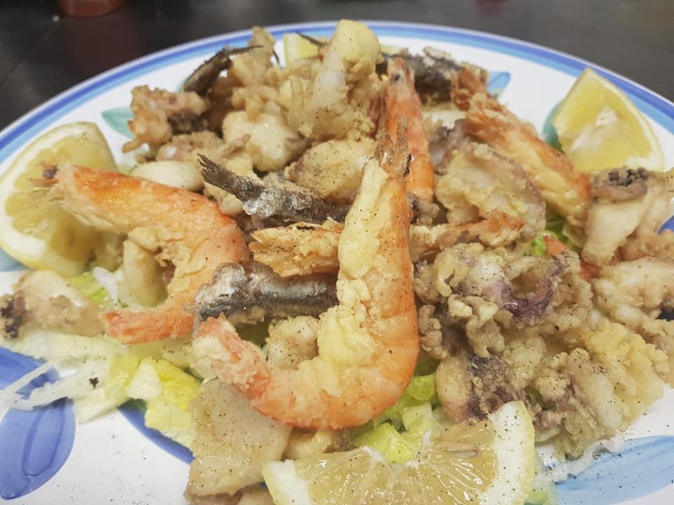 Frittura alici calamari seppie gamberetti