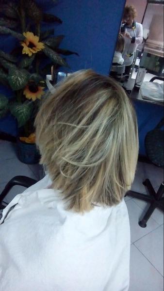 Trasformazione del colore bruno rispettando la salute e la bellezza dei capelli