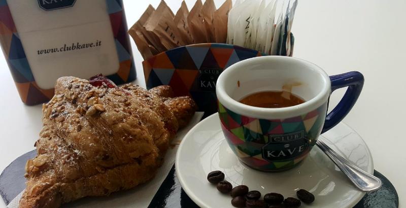 Caffè + Cornetto di pasticceria a scelta 1,70 €