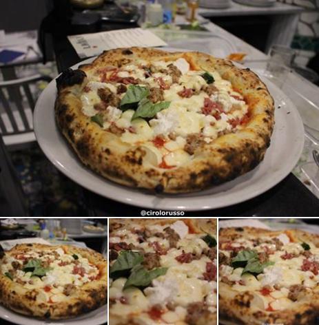 La Lasagna: Pomodoro, fior di latte, prosciutto cotto, olive, carciofini, funghi, basilico olio Evo