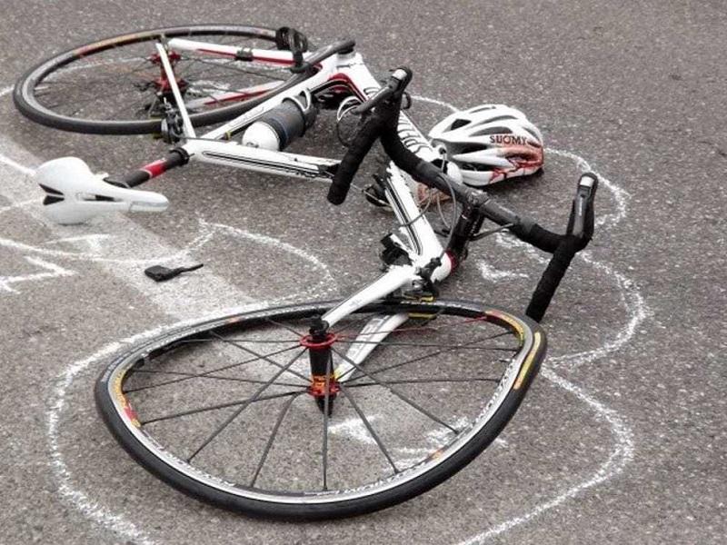 Travolto da un'auto mentre era in bici. Grave un 45enne
