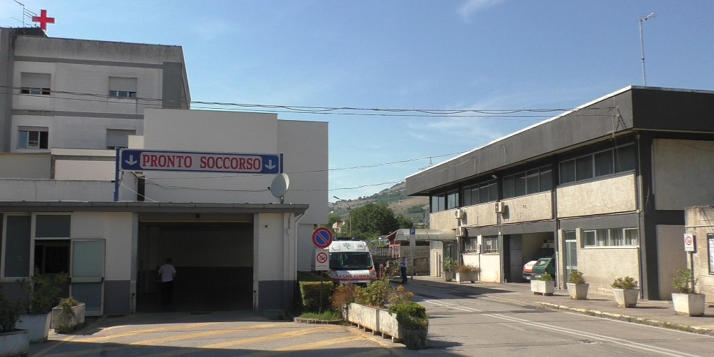 Paziente dell'ospedale di Polla precipita dalla finestra e muore.