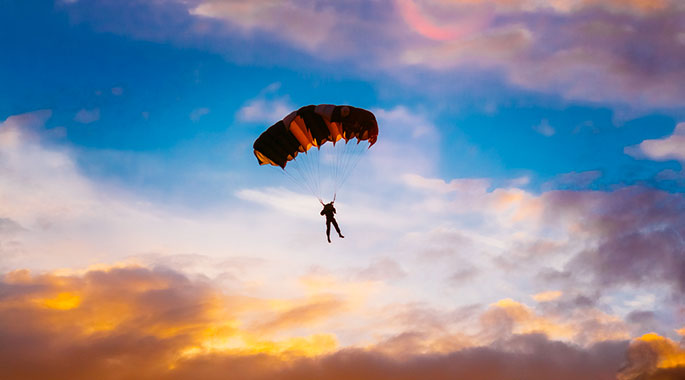 Incidente in paracadute a Pontecagnano. Due i feriti