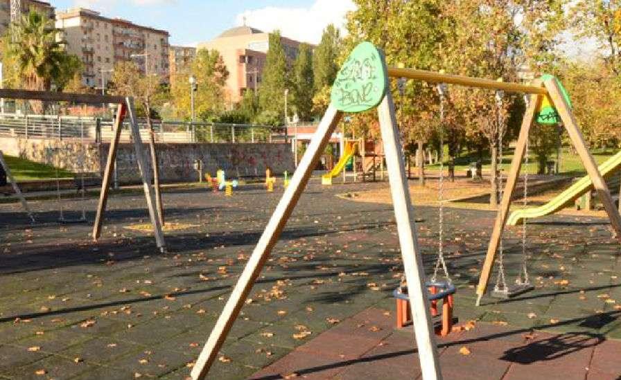 Bimba ferita dalla pallonata di un ragazzo. Lite tra i genitori al Parco Pinocchio