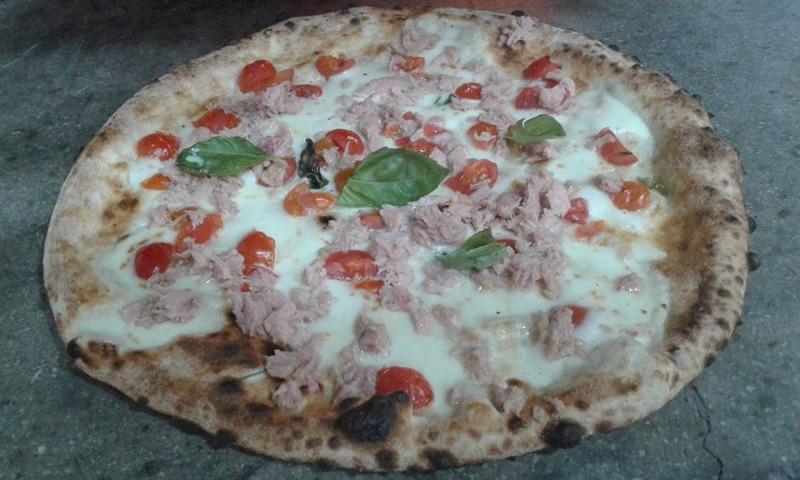 Pizza all'italiana con impasto integrale