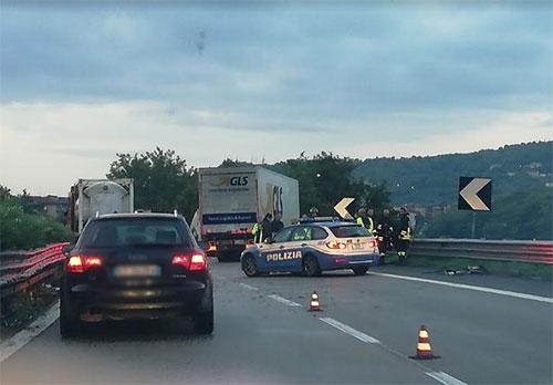 Incidente sul raccordo Salerno Avellino. Coinvolto un furgone e più auto