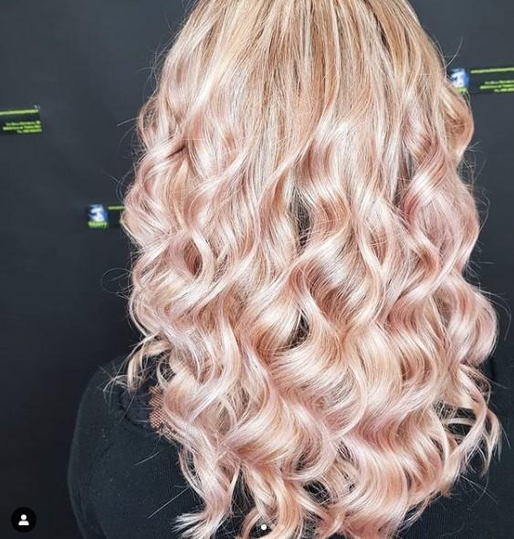 #sfumaturedasogno #sfumature #arpege #haircolor #vividcolor #stanyartenjoy #novita #coloriparticolari #hairstyles #colormeltombre #COLORMELTING #hairpainting #Parrucchieri #biondo #oro #OLAPLEX #top #marbling #Kevinmurphy #colorkeysystem #vividhair #colorfull #degradè #multidimensionalbalayage
