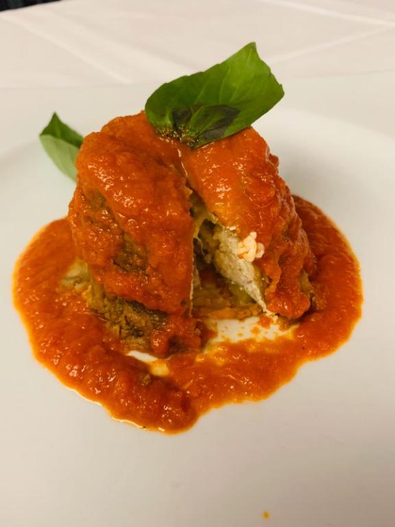 Sformatino di #melanzane con #ricotta salame e #caciocavallo su #vellutata di pomodoro