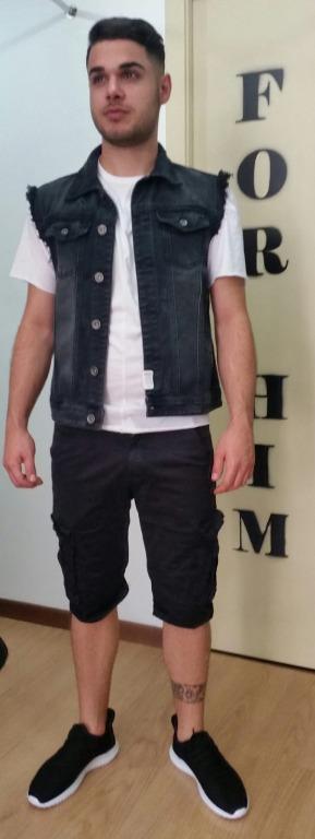 Smanicato jeans euro 22,00T-shirt euro 9,00 Bermuda  tasconi euro 16,00 Scarpe euro 18,00