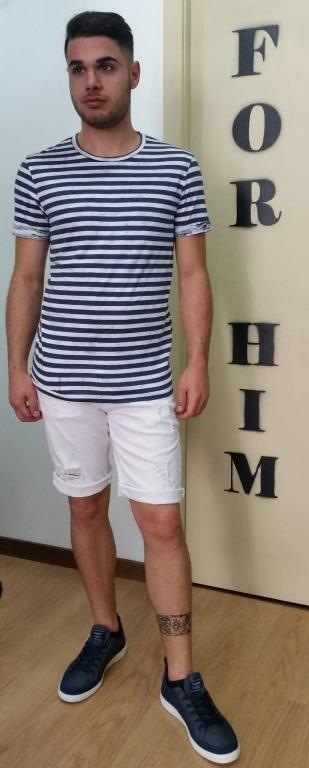 T-shirt euro 12,00 Bermuda  jeans euro 29,00 Scarpe euro 24,00.