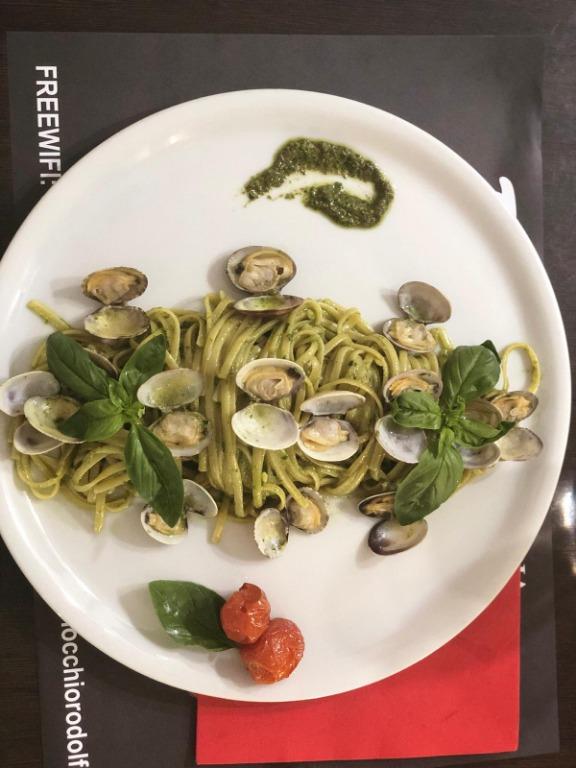 """Uno dei nostri piatti preferiti: """"Linguina Pesto e Vongole"""" lo facciamo dal 1973"""