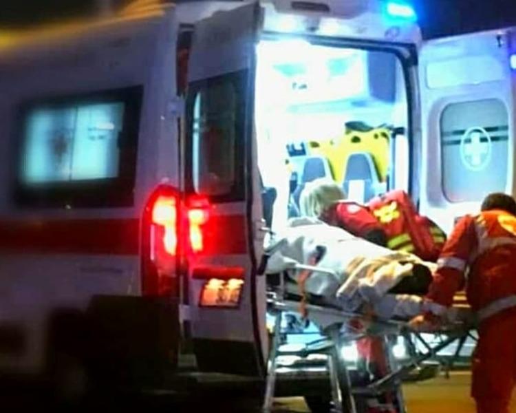 Auto si ribalta nei pressi delle Cotoniere. Donna ferita